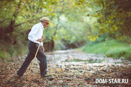 Пожилой человек часто падает